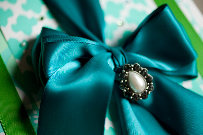 Carol from Jolie Colis guest blogged with Smock to show how to create an exquisitely wrapped gift with just a few special touches